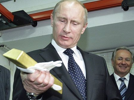 aa-Vladimir-Putin-holding-gold-bar2